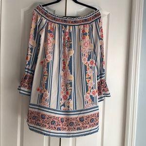 Super cute off the shoulder (or not 😉) dress!